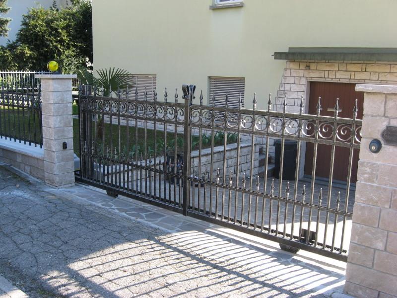 Recinzioni per ville recinzioni per impianti sportivi - Recinzioni in metallo per giardino ...