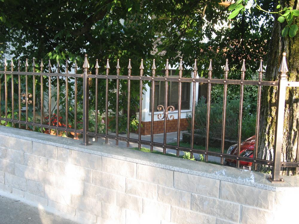 Recinzioni in ferro battuto vi ro kovinarstvo for Idee per recinzioni esterne